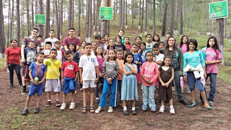 Group of kids from La Finca de los ninos